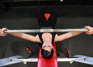 Rozgrzewka przed bieganiem lub treningiem siłowym, jak poprawnie ją wykonać?